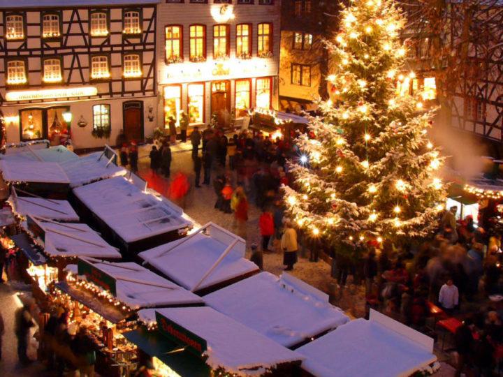 Budenzauber in Monschau: Lichtermeer und Weihnachtsidylle in der Eifel